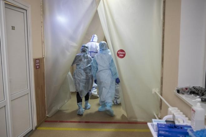 Лікарня №6 заповнена на 100%: як тут лікують хворих на коронавірус (ВІДЕО)