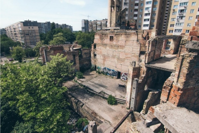 """Мешканці просять демонтувати будинок культури """"Вавілон"""" на Виноградарі"""