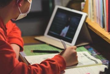 56 шкіл Київщини вже навчаються дистанційно, ще 67 – покласово