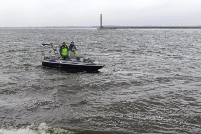 На Київщині розшукують двох рибалок, човен яких прибило до Межигір'я (ФОТО)