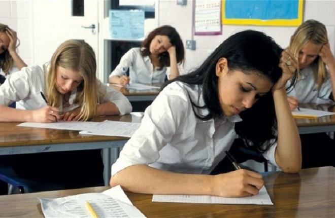 """""""Самавинна"""". Короткими спідницями дівчата провокують – так вважають понад половина опитаних вчителів"""