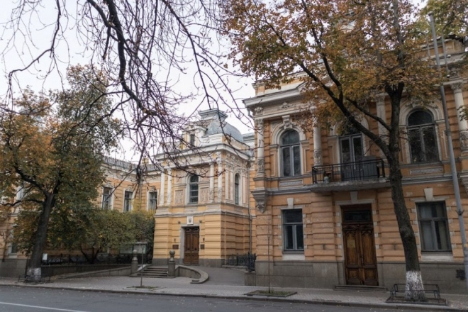 Суд зобов'язав знести споруду на Банковій біля будинку спілки письменників
