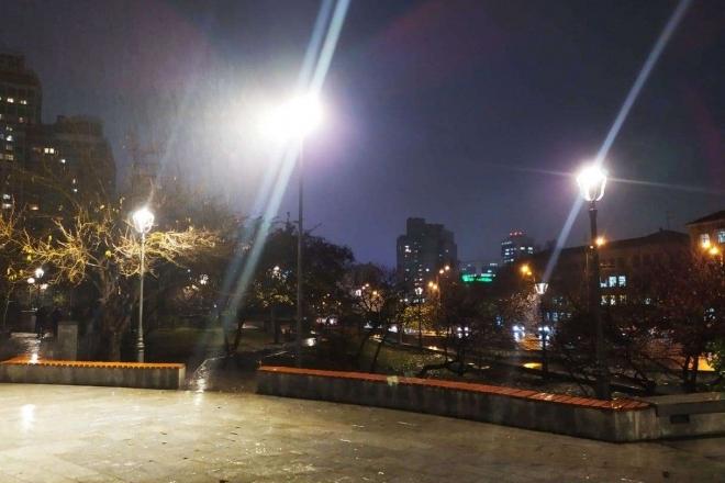 Сквер Марії Заньковецької засяяв новими LED-лампами (ФОТО)