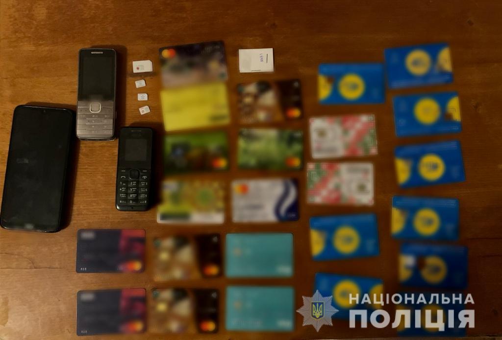 """Засуджені прямо з тюрми """"кинули"""" банк на 1,4 млн грн"""