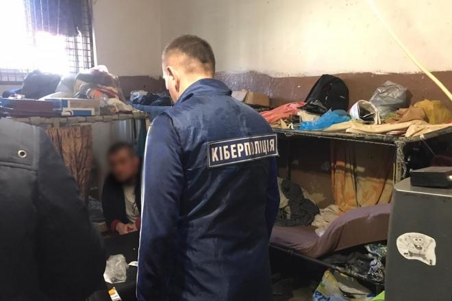 """Зателефонували касиру. Засуджені прямо з тюрми """"кинули"""" банк на 1,4 млн грн"""