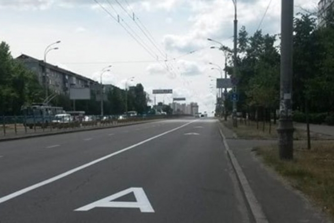 На мосту та семи вулицях облаштують смуги громадського транспорту (ПЕРЕЛІК)