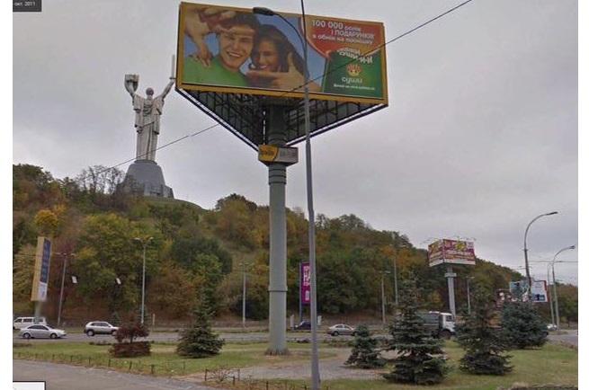 Білборди, сітілайти, скроли: на скільки поменшало реклами у Києві