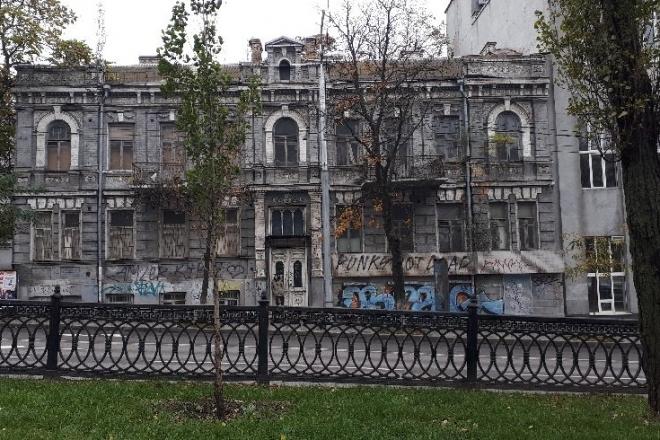 """""""Будинок, що спить"""". Фасад старовинної будівлі прикрасять архівними фото"""