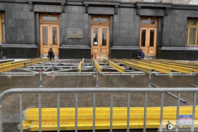 Ковзанка під Офісом президента. Прогрес за 10 днів (ФОТО)