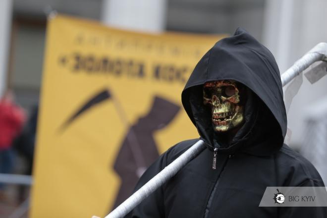 """""""Смерть з косою"""" вручила політикам премії за тютюновий лобізм. Хто отримав"""