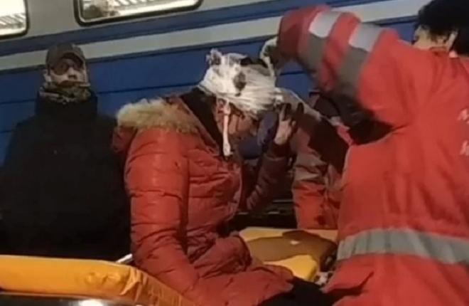 Кареніна по-київськи. Жінка стрибнула під потяг (ВІДЕО 18+)