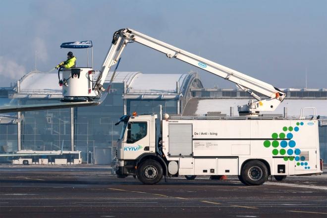 """Через негоду рейси з аеропорту """"Київ"""" скасовані, а """"Укрзалізниця"""" впоралась оперативно"""