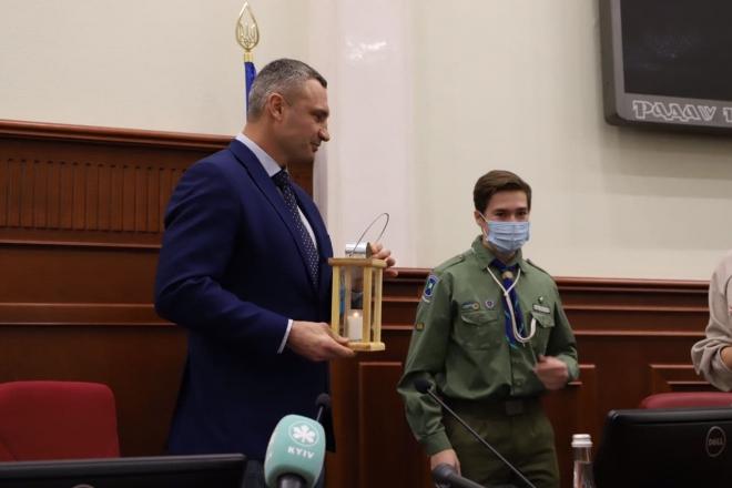 У Київраді запалав благодатний Вифлеємський вогонь (ФОТО)