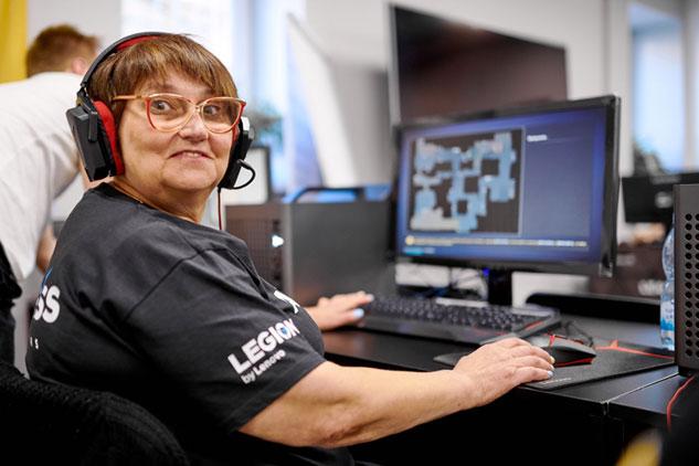 Повишивали – повишибали. 61-річна пенсіонерка з Києва перемогла у турнірі з Counter-Strike