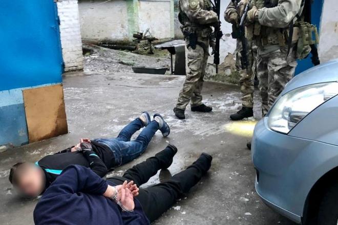 На Київщині спецназ затримав озброєних молодиків за побиття патрульного (ФОТО, ВІДЕО)