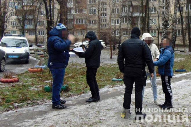На Борщагівці серед білого дня пограбували пенсіонерку