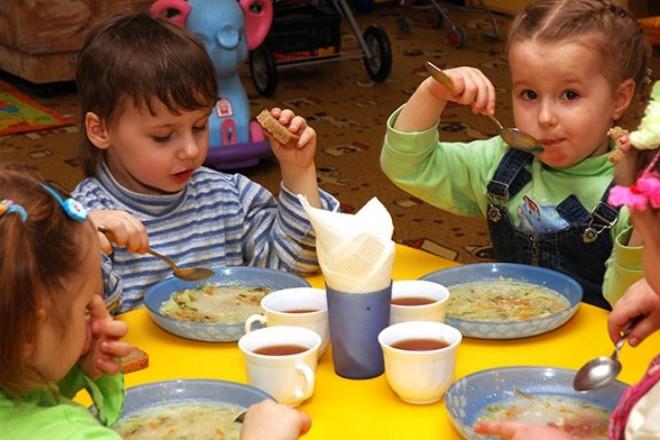 Кияни хочуть платити менше за харчування дітей у дитсадках