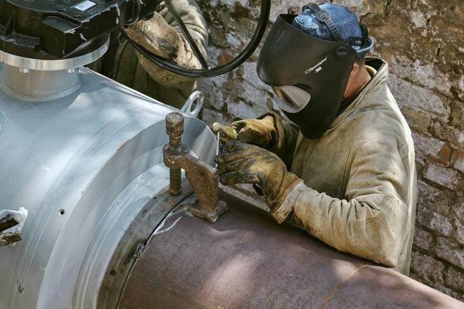 Горе-ремонтники пошкодили газопровід у Голосієві – кілька десятків будинків без газу