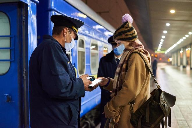 Святкові подорожі залізницею – найпопулярніші напрямки та пікові дати