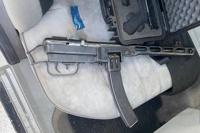 """На Mercedes з наркотиками та автоматом – патрульні спіймали любителя """"поганяти під кайфом"""""""
