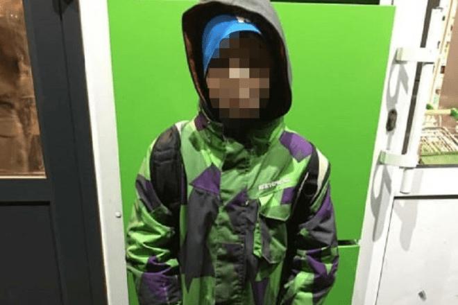"""""""Сам доїде на таксі"""": мама 10-річного хлопчика кинула його напризволяще посеред вулиці"""
