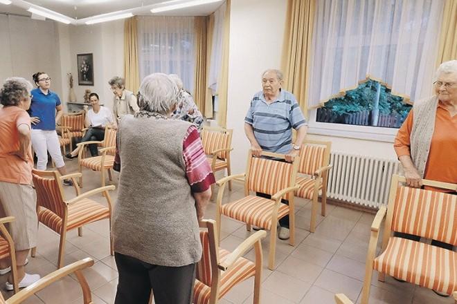 Приватні будинки для літніх людей. В Україні хочуть відкрити ринок соцпослуг