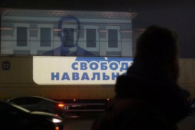 Навальний і карта Криму з'явилися на посольстві Росії в Києві (ФОТО)