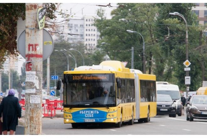 Кияни просять відновити роботу автобусу №102А