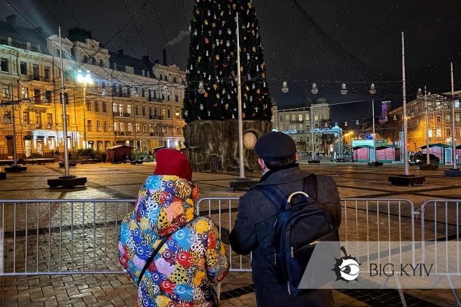 Гуляння всьо. На Софійській площі демонтують головну ялинку (ФОТО, ВІДЕО)