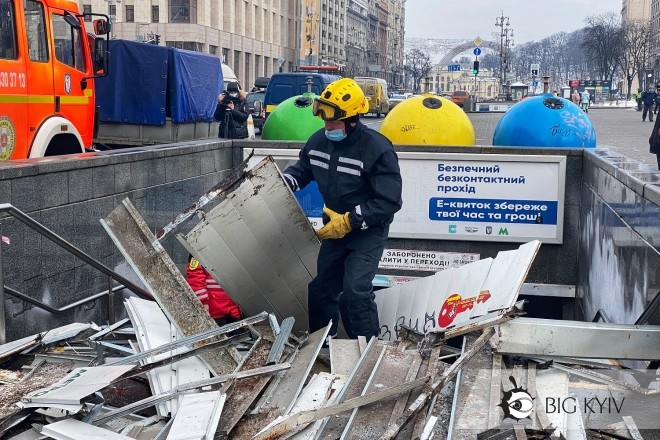 Обвал стелі в переході на Майдані – що там відбувається (ексклюзивні фото)