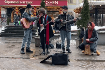 Андеграунд замість Тік-Тока: вуличні музиканти дали рок-концерт на Контрактовій (ВІДЕО)