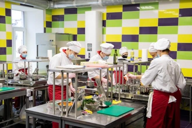 Для кухарів та кондитерів відкрили сучасний центр. Тут є 3D-принтер для шоколаду (ФОТО)