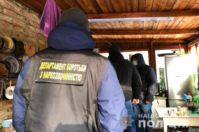 На Київщині поліція викрила нарколабораторію потужністю 50 кг метадону на місяць (ФОТО, ВІДЕО)