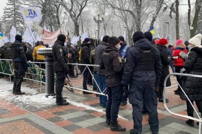 Центр Києва посилено охороняють, можливе перекриття руху транспорту