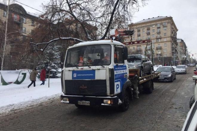 Цифра дня. Скільки автівок евакуювали за перешкоджання роботі снігоочисної техніки