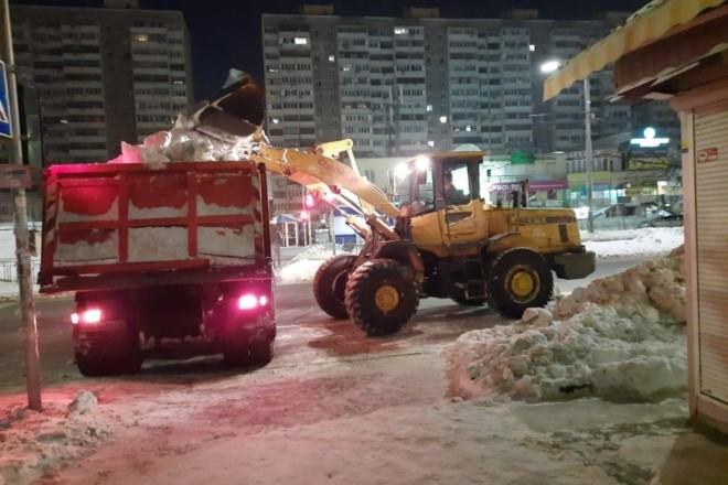 За ніч з міста вивезли більше 13,5 тис. т снігу – які вулиці звільнили від завалів