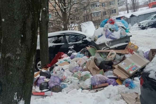 Київ тоне у смітті – комунальники скаржаться на сніг і нечищені дороги