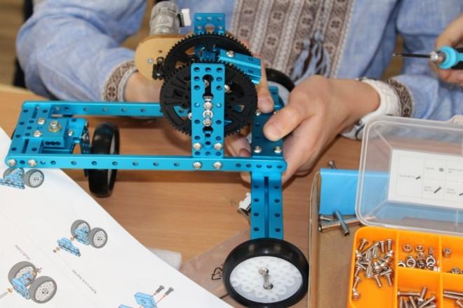 Мрія юних геніїв: у школі на Троєщині відкрили першу STEM-лабораторію