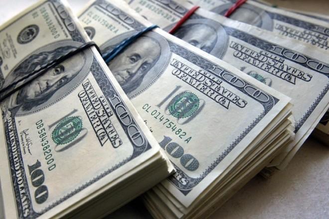Заробітчани переказали в Україну рекордну сумму грошей