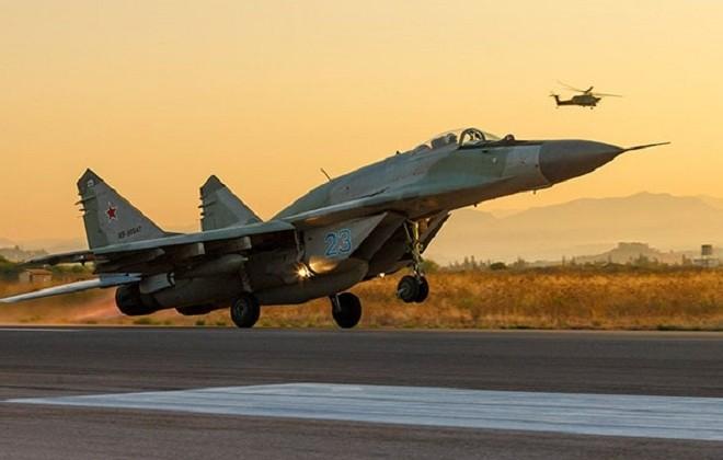 """В міжнародній бандеролі митники знайшли деталі до винищувача """"МіГ-29"""""""