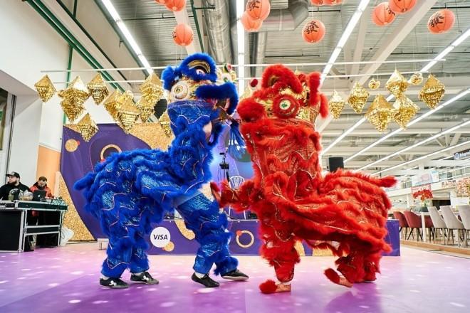 На Даринку відсвяткують китайський Новий рік з шоу левів, тибетськими чашами й заняттями з оригамі