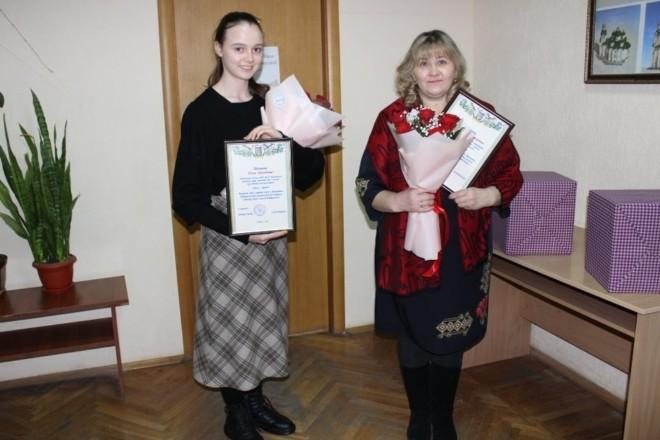 """Чотирнадцять на двох. На Київщині двоє жінок отримали звання """"Мати-героїня"""""""