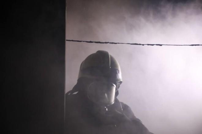 У столичному гуртожитку палала електрощитова: з диму вивели 50 мешканців