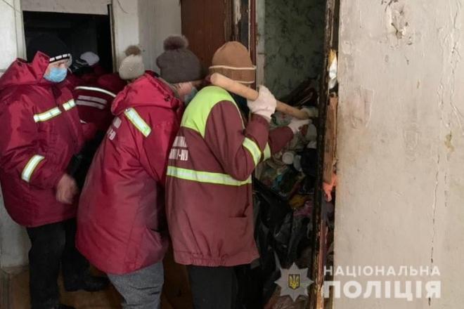 20 тонн сміття із 9 квартир: у столиці  провели рейд захаращеними квартирами