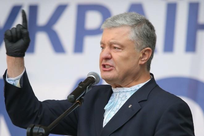"""""""Політично підтримуємо, але…"""". Порошенко про санкції проти телеканалів Козака"""