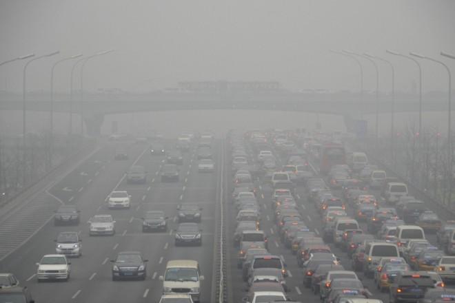 Увімкніть фари. В Києві – видимість 200 метрів через туман