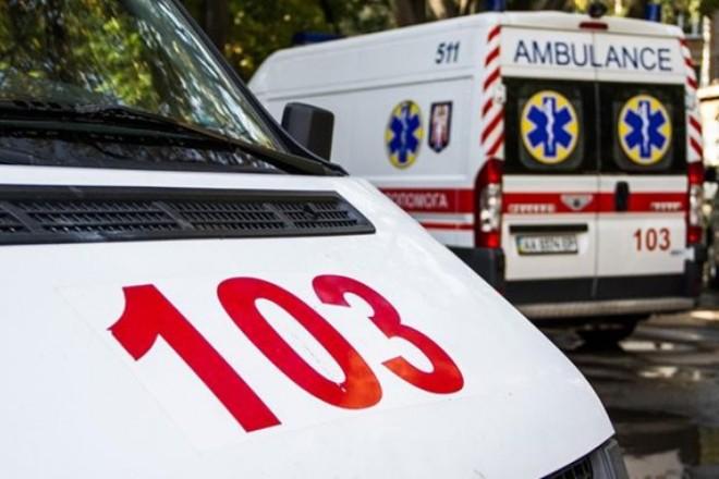 Пристрасть, бійка, травми голови: п'яна парочка влаштувала розгром у столичній лікарні (ВІДЕО 18+)