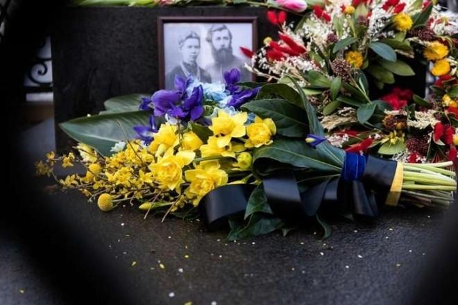 Зеленський не знайшов часу вшанувати пам'ять Лесі Українки, але квіти передав