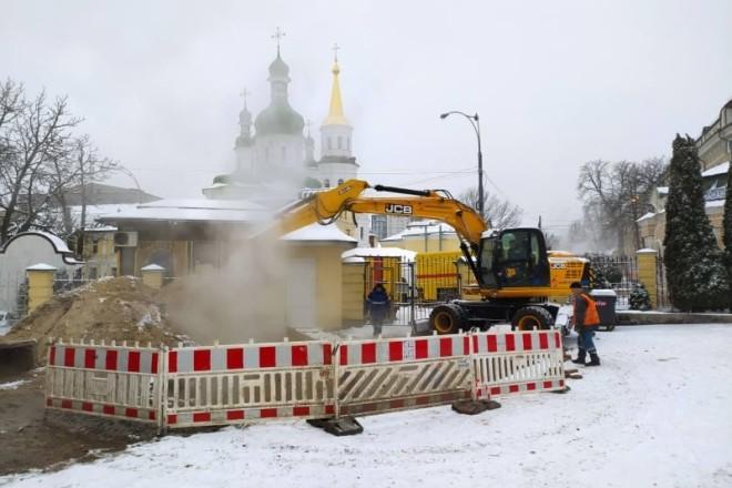 Аварія на Лаврській: куполи затягнула пара, будинки – без води та опалення