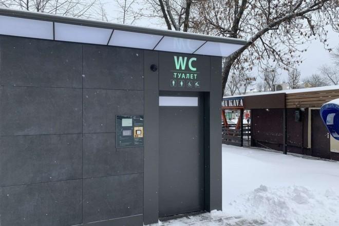 У сквері на Контрактовій з'явилась сучасна автоматизована вбиральня